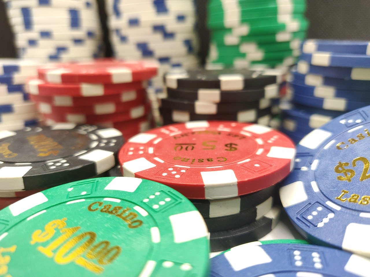 How to Win at Online Poker?